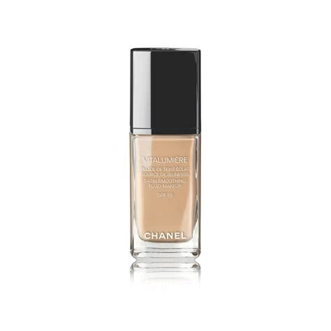 Chanel Vitalumiere Satin Smoothing Fluid chanel vitalumiere satin smoothing fluid makeup spf15