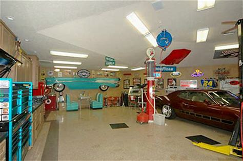 Garage Diner by Baytown Home Listing Photo Of The Day Diner In Garage