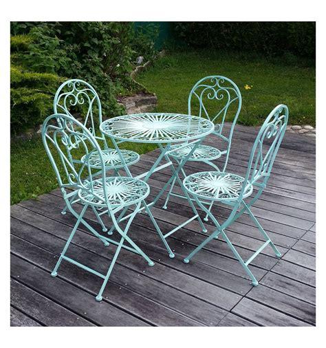 mobili da giardino in ferro battuto mobili da giardino in ferro battuto una sedia e un tavolo