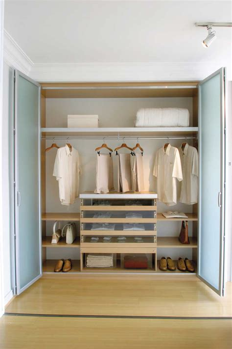 Declutter Wardrobe by Declutter And Organize Your Closet