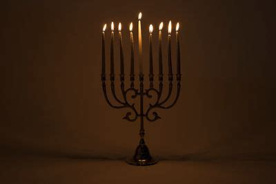 how do you light the menorah how to light the menorah and hanukkah prayer