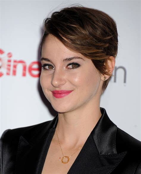 shailene woodley 2014 shailene woodley in dolce gabbana satin navy suit