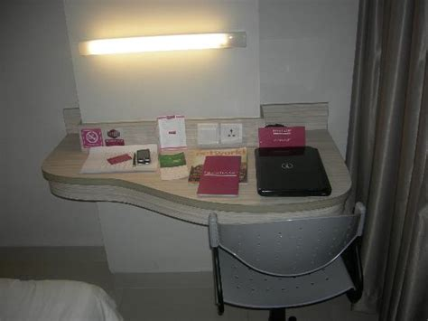 Meja Front Office wastafel toilet picture of favehotel wahid hasyim jakarta tripadvisor
