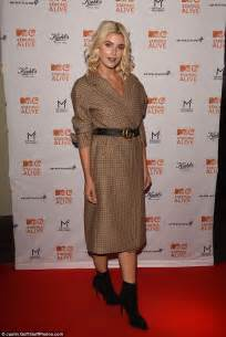 sophisticated makeup for 35 years old ashley james flaunts her demeanour figure in coat dress