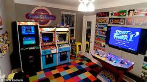 Game Room Flooring Ideas - love vs arcade obsession a guy turned bedroom into an arcade and lost fianc 233 e viral homes