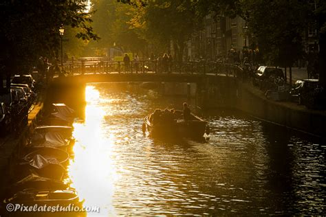 bootje amsterdamse grachten amsterdam foto s mooie foto s van amsterdam