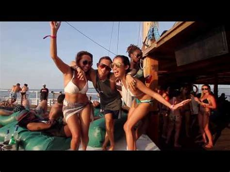 jiggy boat party bali gili islands sexy moon beach parties fantasy on gili islands