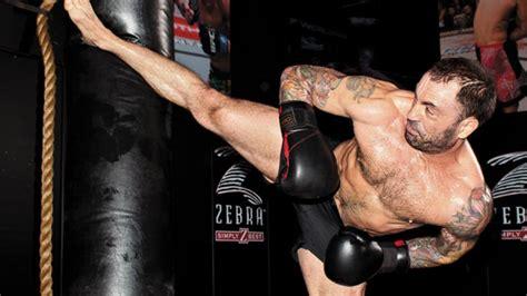 joe rogan bench press ufc host joe rogan trains like a fighter men s fitness