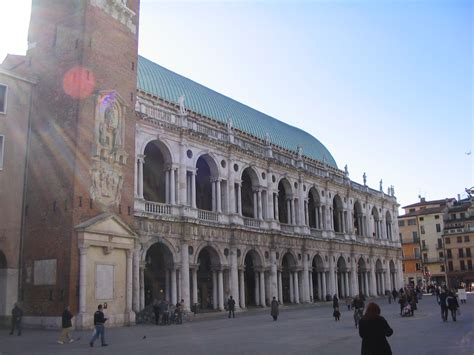 Info Vicenza file vicenza basilica palladiana e piazza dei signori jpg
