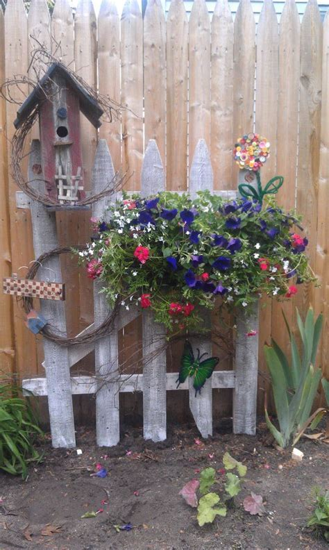 Garden Fence Decorating Ideas Best 25 Rustic Garden Decor Ideas On Rustic Landscaping Country Garden Decorations