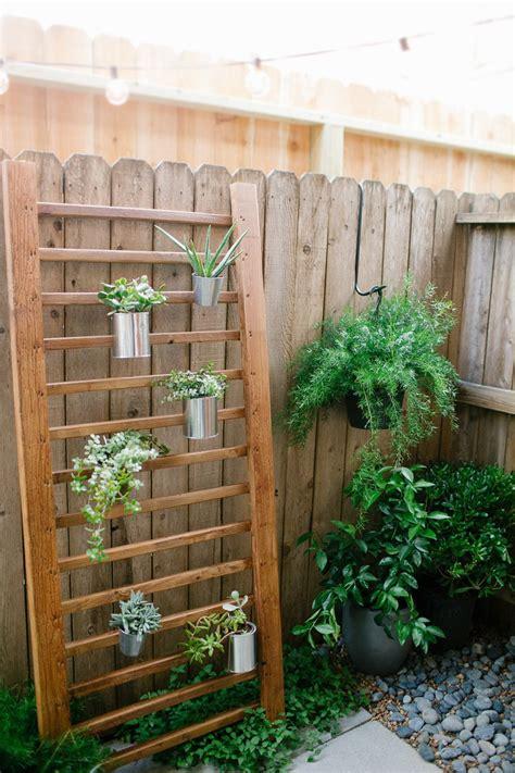 Diy Outdoor Succulent Wall Accent Bigdiyideas Com Diy Garden Wall