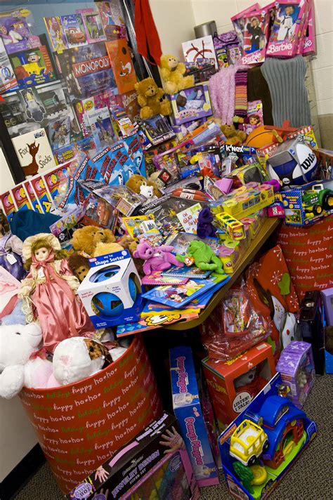 wright state newsroom 2014 christmas for kids toy drive