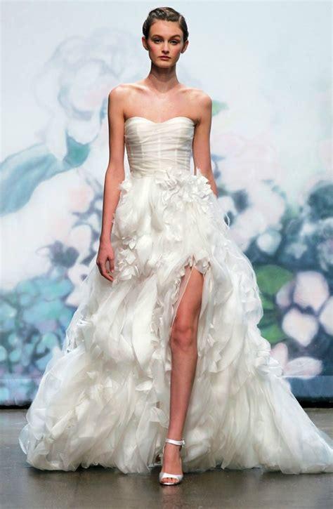 Daring 2012 Wedding Dresses?Show a Little Leg