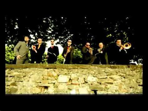 sabato italiano testo askers un sabato italiano official videoclip