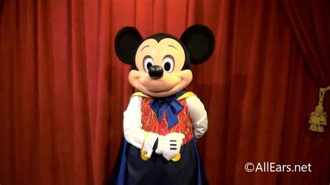 Mickey Mouse Talking L by Talking Mickey Mouse At The Magic Kingdom S Town Square