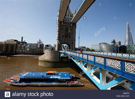 boat going under tower bridge london thames clipper stock photos london thames clipper