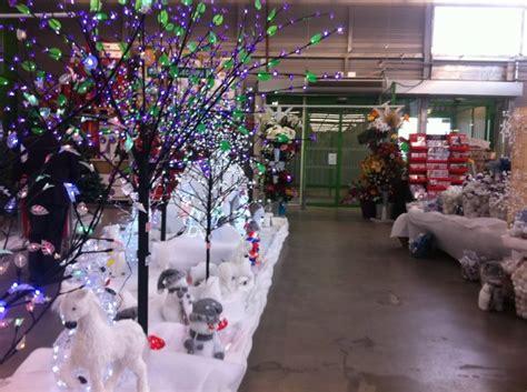 decoration magasin noel deco de noel dans magasin bisous a tous bienvenue