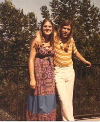 hippe meiden len scholen worstelen met korte broekjes tienermeiden