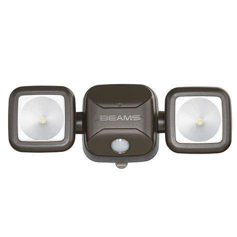 battery led security light mr beams high performance bronze 500 lumen battery