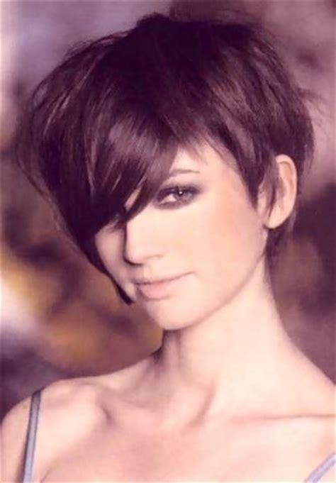 brunette pixie hairstyles 218 best brunette pixie cuts images on pinterest short