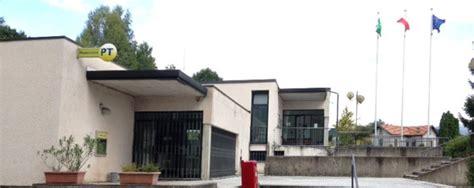 ufficio postale como faloppio i vandali danneggiato il tetto ufficio postale