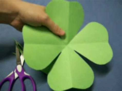 How To Make Paper Shamrocks - four leaf clover pattern by oneminutecrafts