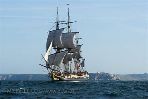 hermione bateau canon photo bretagne l hermione en mer d iroise hermione