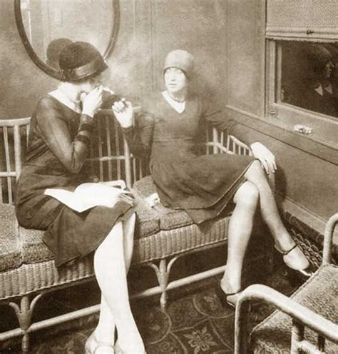 1920s Fashion - US Banks ban Flappers - 1922 report ... Modern Flapper Hair
