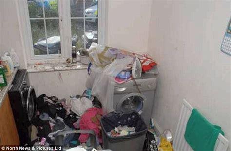 Karpet Bulu Uk 200x120x2 Cm 22 duh tak pernah bersihkan rumah dan buang sah sepasang suami istri di inggris dijebloskan ke