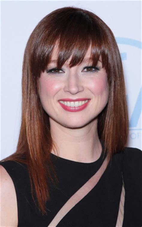 ellie kemper might need to steal her hair color lovely transitioning your hair from red to brunette hairstyles