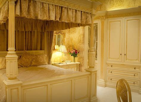 Ex Display Clive Christian Regency Bedroom Handpainted in