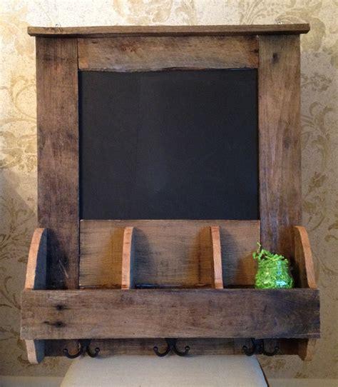 reclaimed pallet wood chalkboard organizer ideas