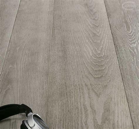 parquet su pavimento oltre 25 fantastiche idee su pavimenti in legno grigio su