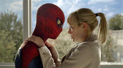 emma stone high school film movie review the amazing spiderman da man magazine