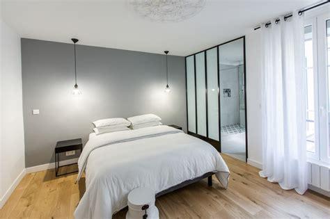 chambre comtemporaine chambre contemporaine dans un appartement en noir et blanc contemporary bedroom by