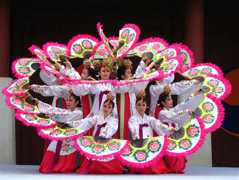 tari pattern in japanese buchaechum korean fan dance at suwon mark johnson flickr