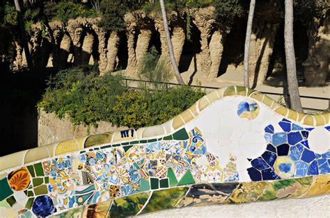 Banc Parc Guell by Espagne Banc Ondul 233 Et Viaduc Au Parc G 252 Ell