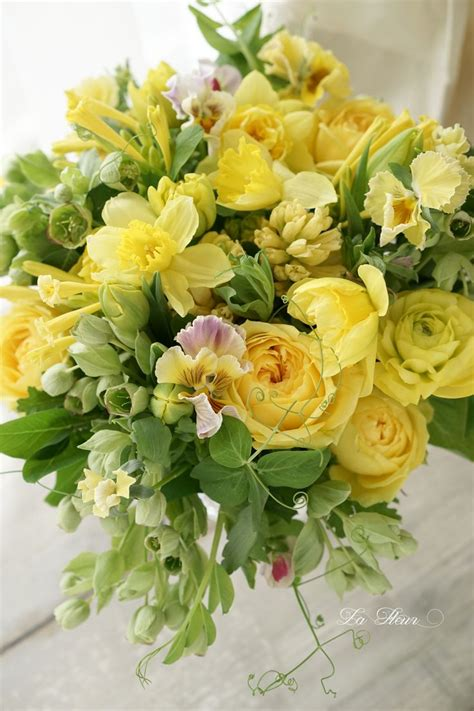 25 best ideas about yellow flower arrangements on pinterest flower arrangements floral