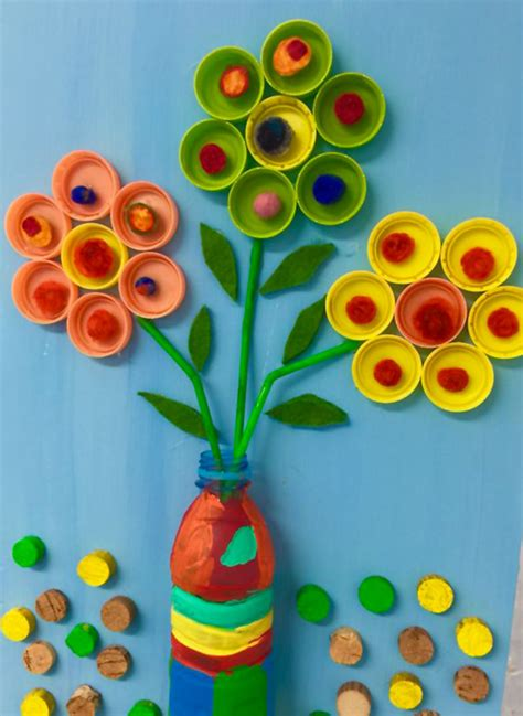 fiori con bicchieri di plastica 20 idee per lavoretti con tappi di plastica per bambini