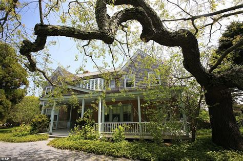Grey Gardens 2009 by Grey Gardens Is Listed For 19 95 Million Daily Mail