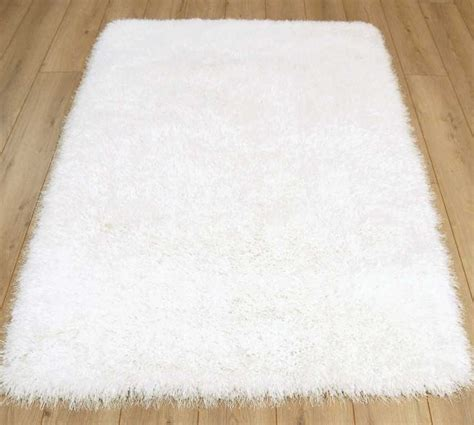 how to clean a white rug at home white fluffy rugs roselawnlutheran