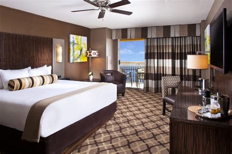 golden nugget room slideshow houston billionaire celebrates hotel opening with showgirls oilers world s largest