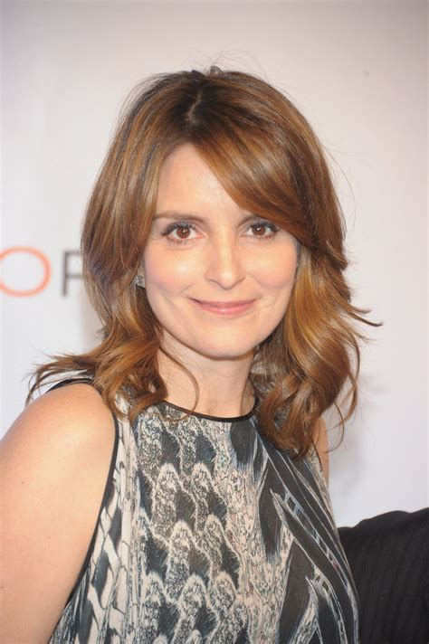 tina feys hair color tina fey s hair color is looking gorgeous these days come