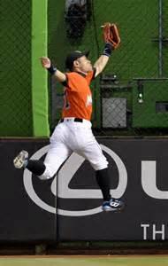 Ichiro Suzuki Catch Ichiro Catch Helps Fernandez Marlins Edge Past Mets The