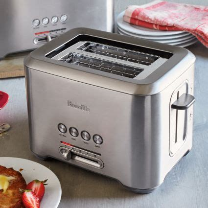breville a bit more 2 slice toaster sur la table