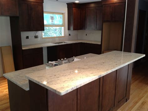 Choosing A Countertop by The Do S Don Ts Of Choosing Cabinets And Countertops