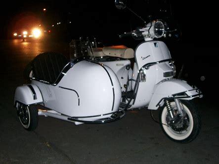 modern vespa gts  side car
