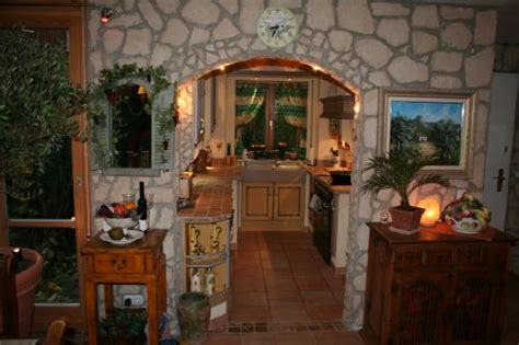 provence küche landhausk 252 chen m 246 bel und b 228 der im mediterranen stil