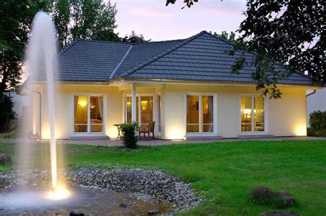 garten bungalow bauen bungalow bauen wohnkomfort f 252 r jung und alt www