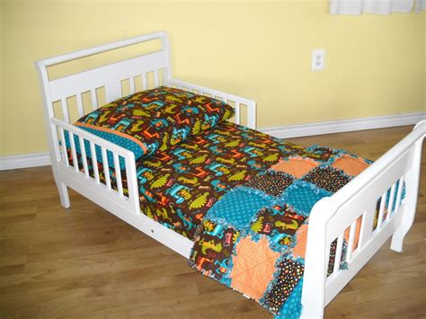 dinosaur toddler bed dino dudes and dots toddler boy dinosaur bedding set rag